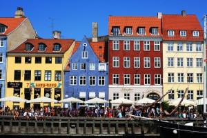 Relaxen op een terrasje aan de haven tijdens je citytrip Kopenhagen