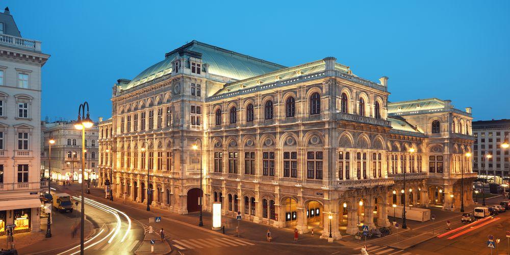 Verlichte Staatsopera in Wenen