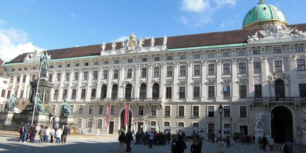 Voorgevel van het Hofburg Paleis in Wenen